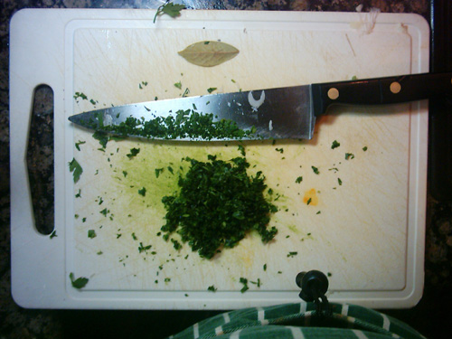 finely chopped parsley for the txipirones recipe